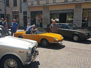 Auto d'epoca in mostra per le vie della città